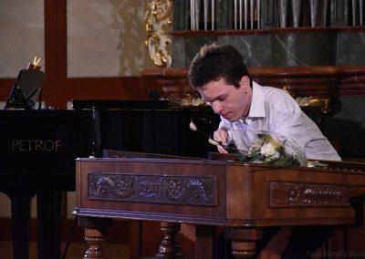 I. absolvetnský kocnert, Refektář Profesního domu MFF, 13.5.2019. Chlapec hrající na cimbál.