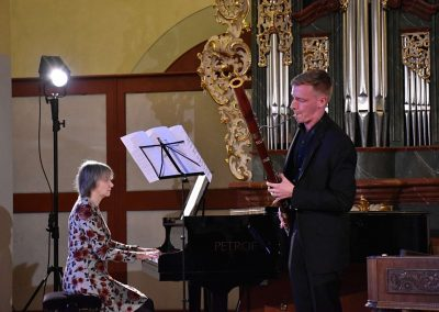 I. absolvetnský kocnert, Refektář Profesního domu MFF, 13.5.2019. Chlapec hrající na fagot a učitelka hrající na klavír.