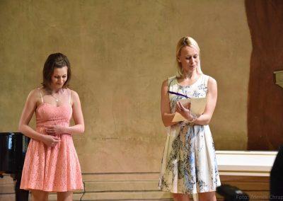 Pěvecký absolventský koncert 17.05.2019, konzervatoř J. Deyla. Duo zpívajících děvčat.