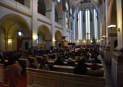 Česká mše vánoční 1.12.2019 - kostel U Salvátora. Poheld na dirigentku K. Šalšovou, orchestr a sbor.