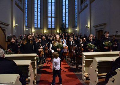 Česká mše vánoční 1.12.2019 - kostel U Salvátora. Poheld na orchestr, sbor, sólisty a dirigentku K. Šalšovou.