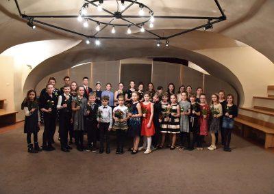 Galerie HAMU, Galerie HAMU, klavírní koncert 11.2.2020.. Společná fotografie žáků klavírního oddělení ZUŠ Prahy 7.