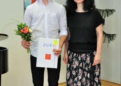 Natáčení absolventů, 23.6.2020, komorní sál ZUŠ Šimáčkova. Chlapec s paní učitelkou.