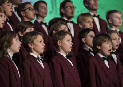 Adventní koncert Pueri gaudentes 9.12.2019 - Betlémská kaple. Pohled na zpívající chlapce ve sboru.