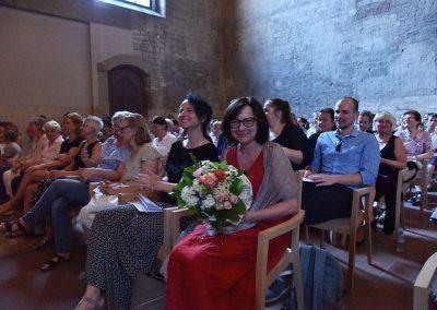 Závěrečný koncert Pueri gaudentes 24.6.2019 - Anežský klášter. Pohled na publikum paní ředitelka J. Mazánková.