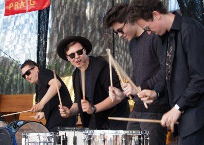 Maraton ZUŠ staroměstské náměstí soubor bicích nástrojů Drum line (3)